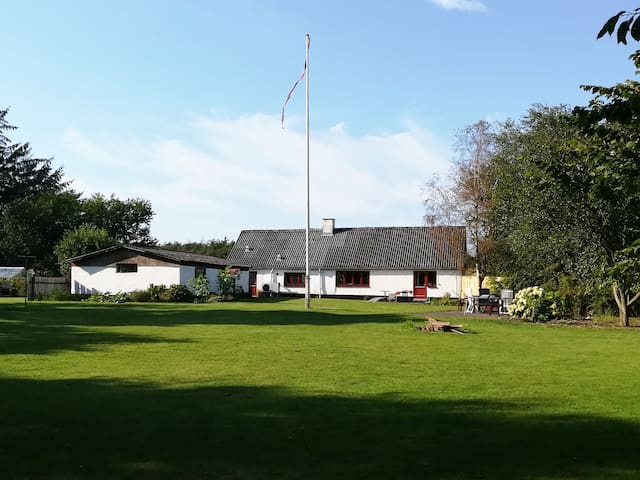 Hyggelig hus på landet