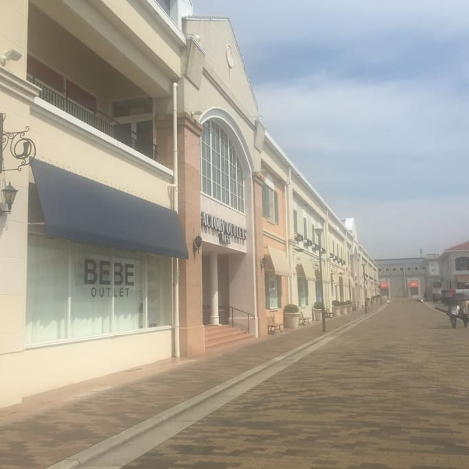 三井アウトレット、マリンピア神戸も海岸沿いを15分ほど歩いたところに。