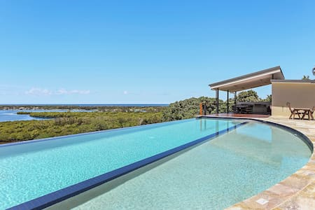 Views, relax in classy villa - Banora Point - Huvila