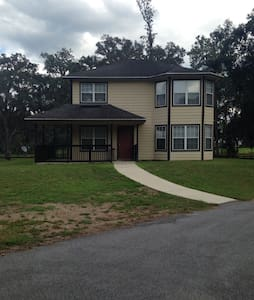 2 Story Home in The Heart of Florida Horse Coutry - 奥卡拉(Ocala) - 独立屋