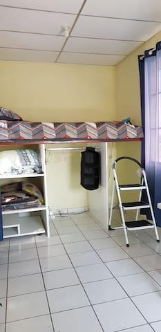 Habitación individual en San Salvador, zona UES