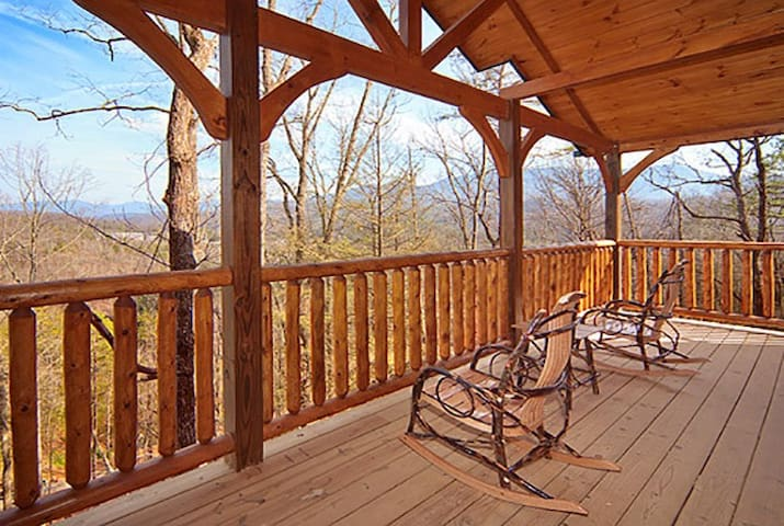 Incredible Views 2 bedroom in Gatlinburg Falls