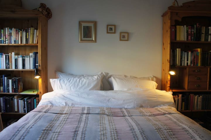 Light and airy private room - Bergen - Pis