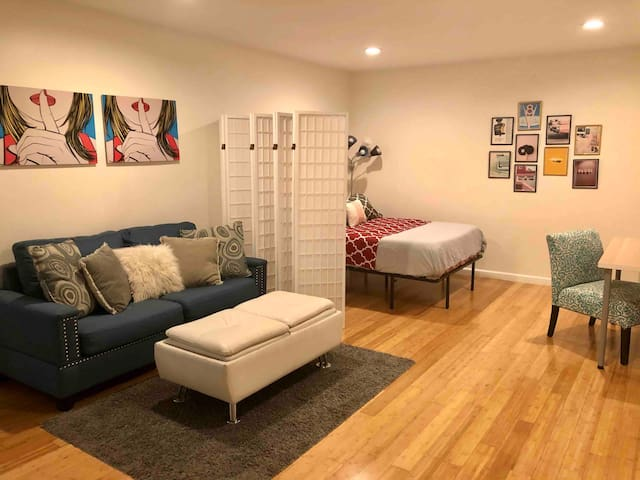 Spacious 1 bedroom Beverly Hills Pad