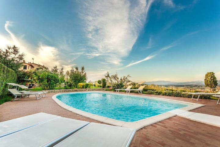 Villa Torricella Tuscany swimming