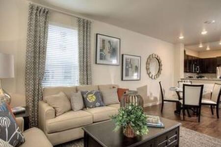 Warm color home - Reno - Pis