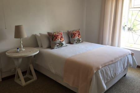Rooms @ Vine Cottage - Barrydale - Hus