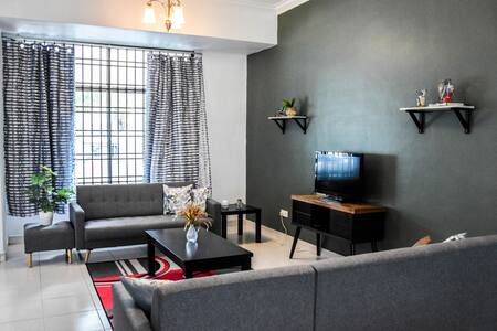 New Modern Living, 4BR,3B, Wifi in Tmn Impian Emas