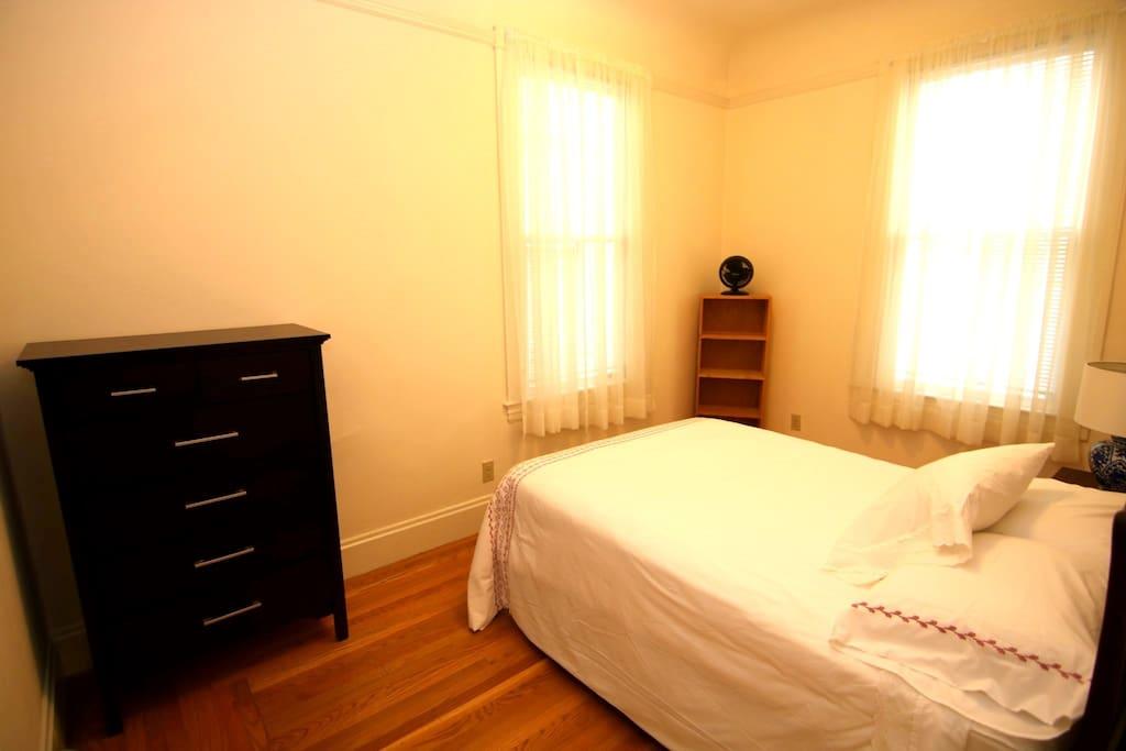 Bedroom w/ dresser