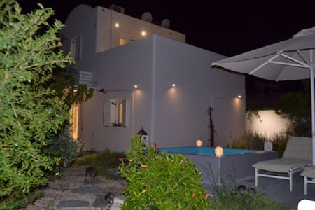 JB Villa-  Lux,Absolutely Private ,Jacuzzi, garden
