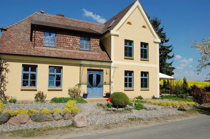 Spukwiese - Ferienwohnung 84qm/4 P. großer Garten