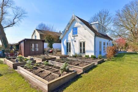4-6p. White Clogs House. Nature. Amsterdam 10 km.