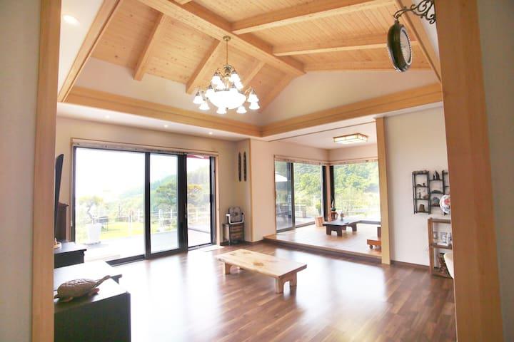 소호물꽃(독채펜션)일출과바다넓은잔디마당,가족.친구모임 강력추천  뷰가아름다운32평형전원주택