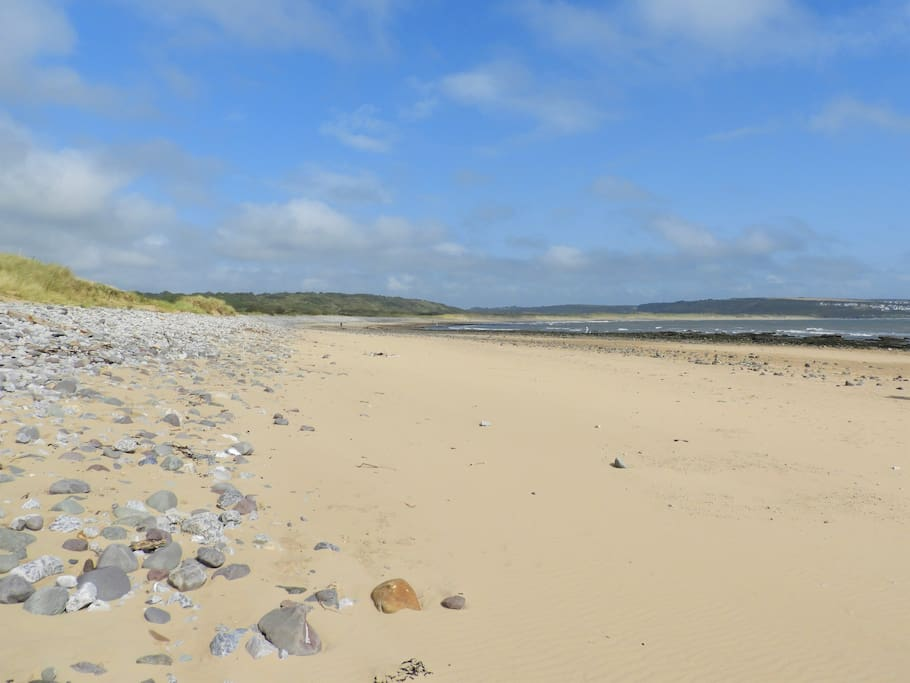 Sand is lovely and soft ,Newton beach is seldom busy even in the  height of season! This was taken second week in August in the afternoon!