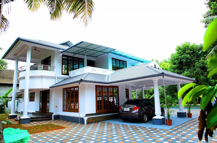 Elegant riverfront villa near airport!