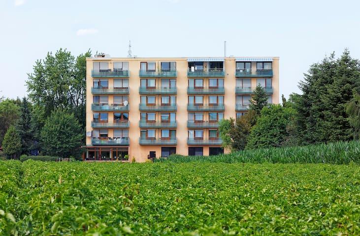 (A) Bis 20 Gäste-Apartments nahe Flughafen/MESSE