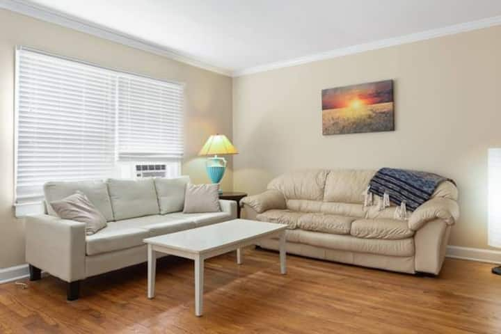 Cozy 2 BR in Cameron Village, near DT & NCSU
