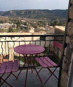 Petite maison de village avec vue - Gréoux-les-Bains - Casa adossada