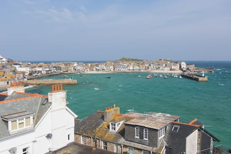 Admiral's Lookout - 5 min walk to St Ives  & Beach