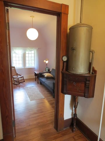 Private Victorian suite with two rooms and a bath - Cleveland Heights - Casa