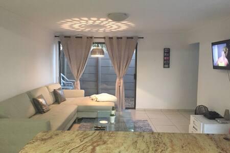 Lovely single room in flatlet - Кейптаун