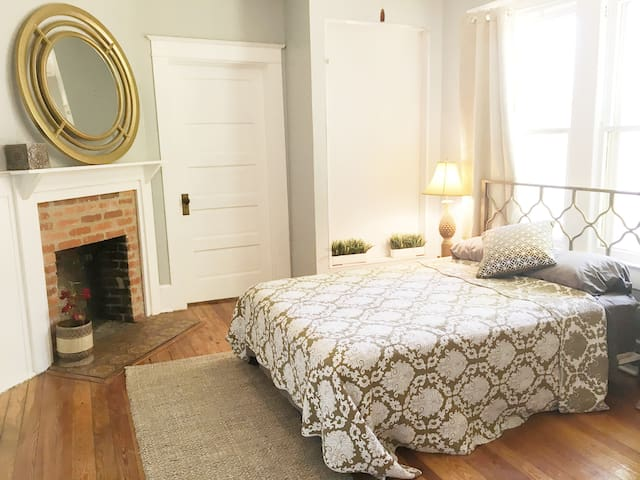 Private 2BR renovated historic home, 3 fireplaces!