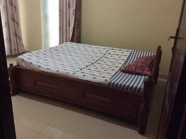 Queen size bed's room