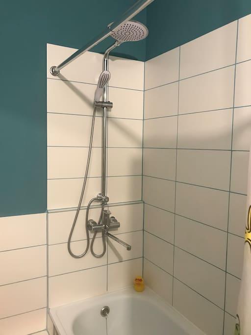 Душ в ванной комнате 2 этаж