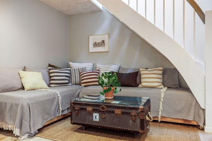 Sofa/ 4 beds