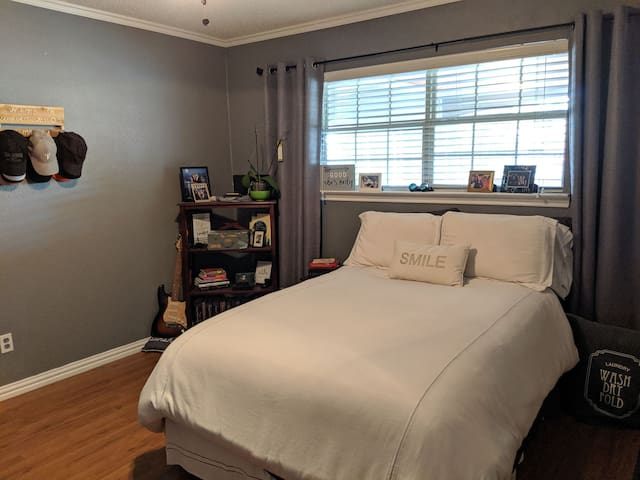 Vibey Bedroom Curtis Culwell Center/30min DTown
