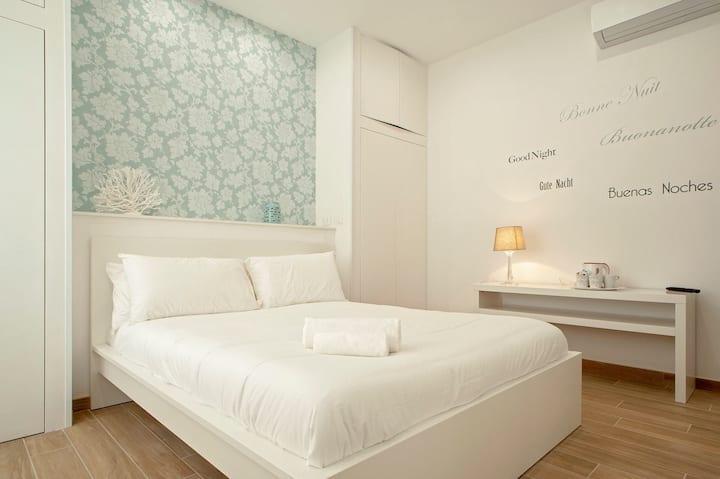 Elegante camera nel pieno centro di Livorno