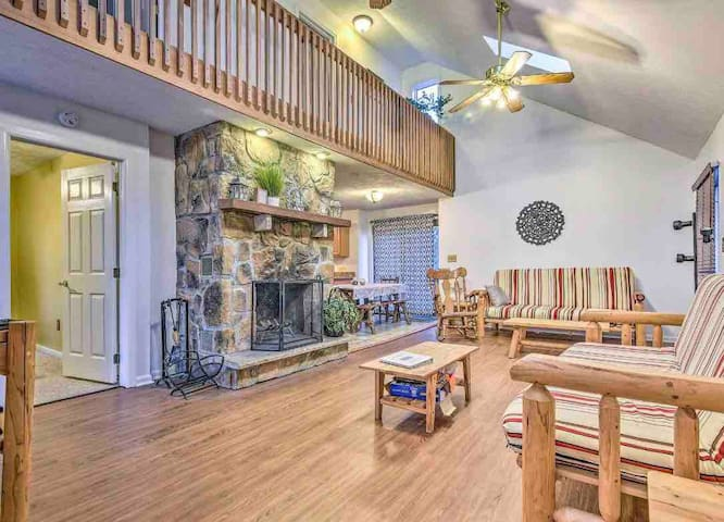 Big Boulder Lake Side Retreat
