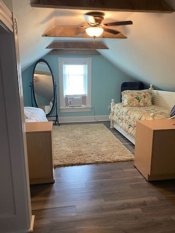 Bedroom - twin bed, day bed & trundle.