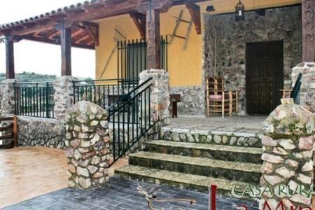 """Casa Rural """"Entre Chimeneas"""""""