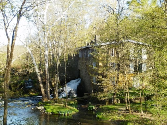 The Salvato Mill, 2hrs North of NYC - Salt Point - Hus
