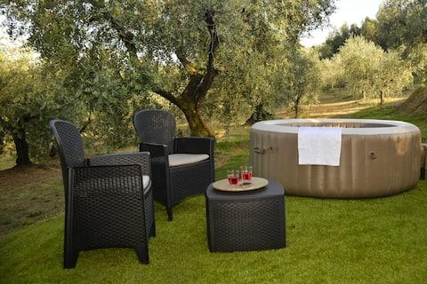 Casa Montecarlo - Whirlpool and Tuscan view