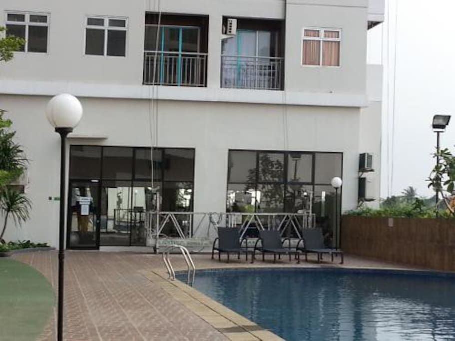 Free access to the pool