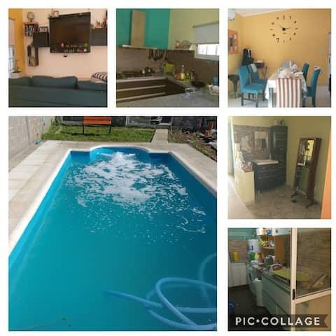 Casa familiar con piscina