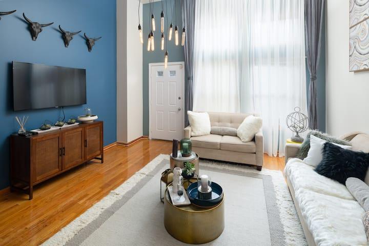 Amazing House 4Bedroom/ Parking / 10 Min to Soho