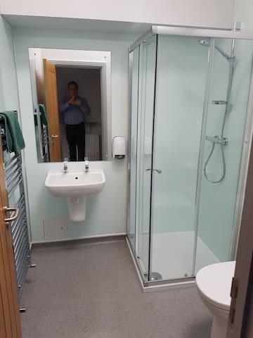 North Wing 4 bathroom