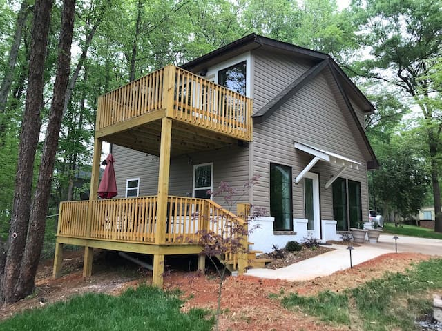 3-BDR Direct Waterfront Cottage