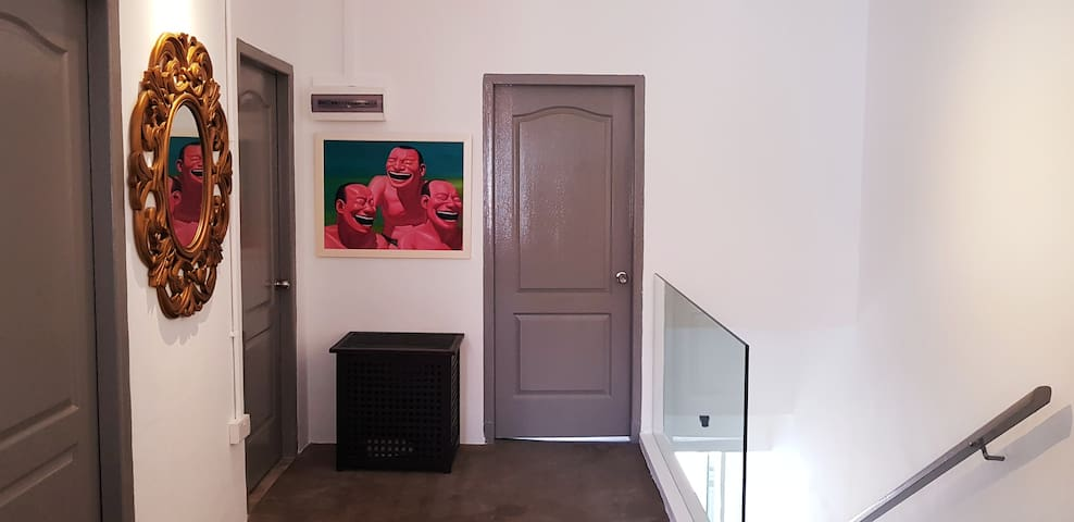 Newly renovated 3 rooms 2 baths central Singapore