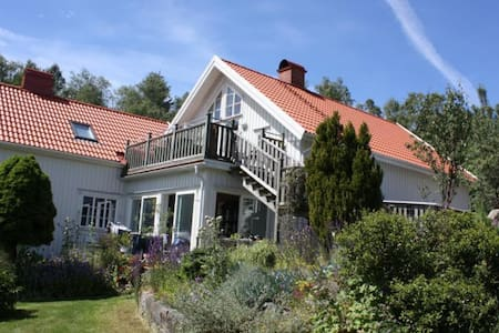 Lägenhet på landet i Tossene Hunnebostrand.