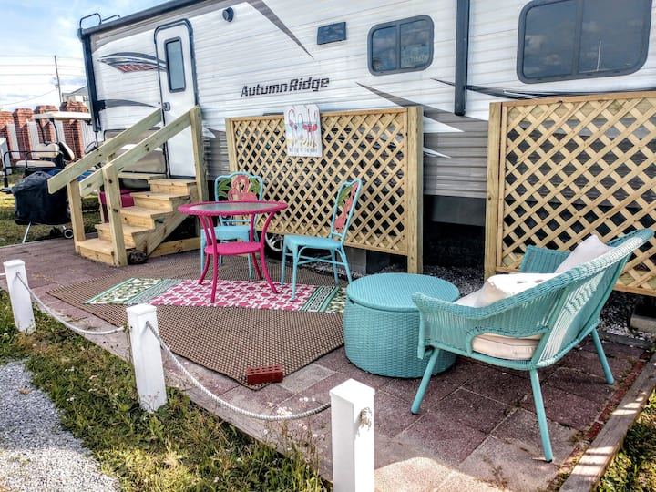 Beach Camper /Topsail / Sleeps 8 / Fully Furnished