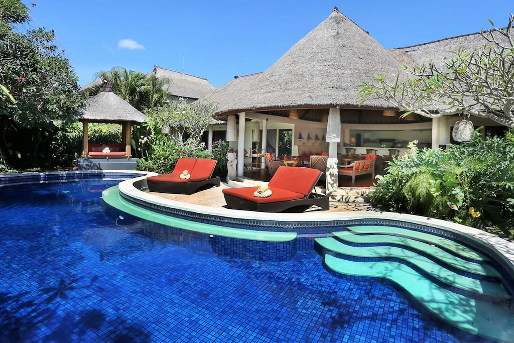 Villa with spacious pool.