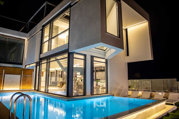 Luxury villa with private pool 600 m. to the sea