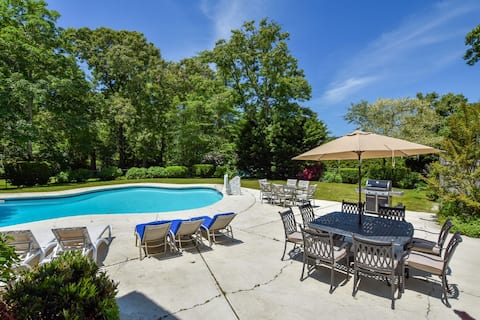 #517: Recently updated w/ private pool, private yard, 3 mins to Skaket Beach!