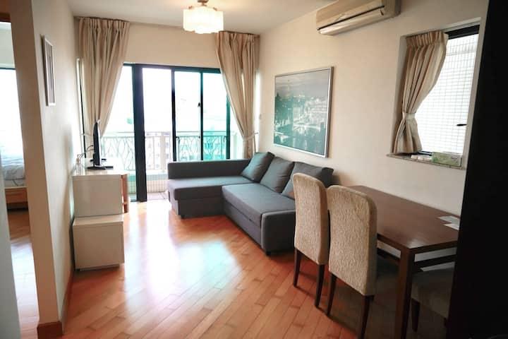 Apartment with Balcony, Park Island