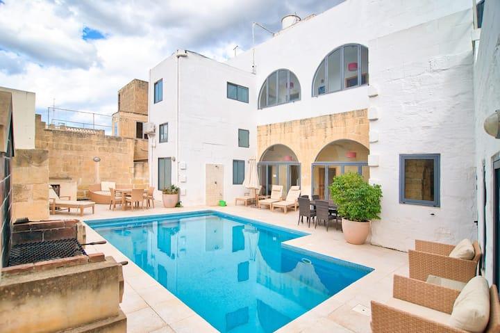 Dar tal-Moghoz - 5 Bedroom Farmhouse with Pool