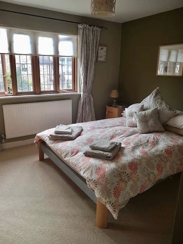 Enjoy En suite Bedroom in 4 Bedroom House, Ponthir